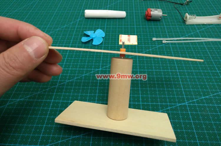 科技小制作 旋转飞机的小制作图片